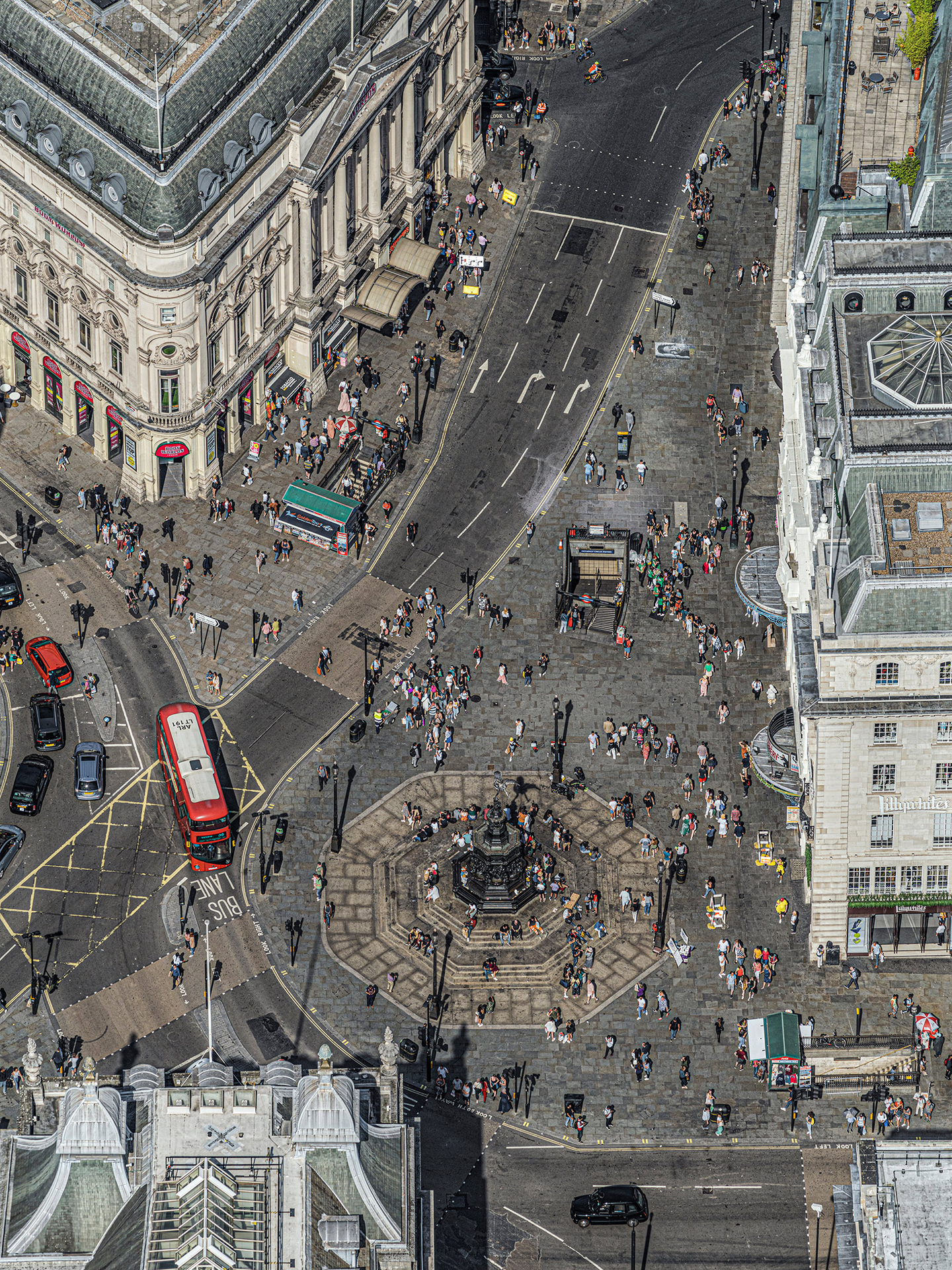 © Bernhard Lang. Aerial Views: London. 2019. PICADILLY-CIRCUS