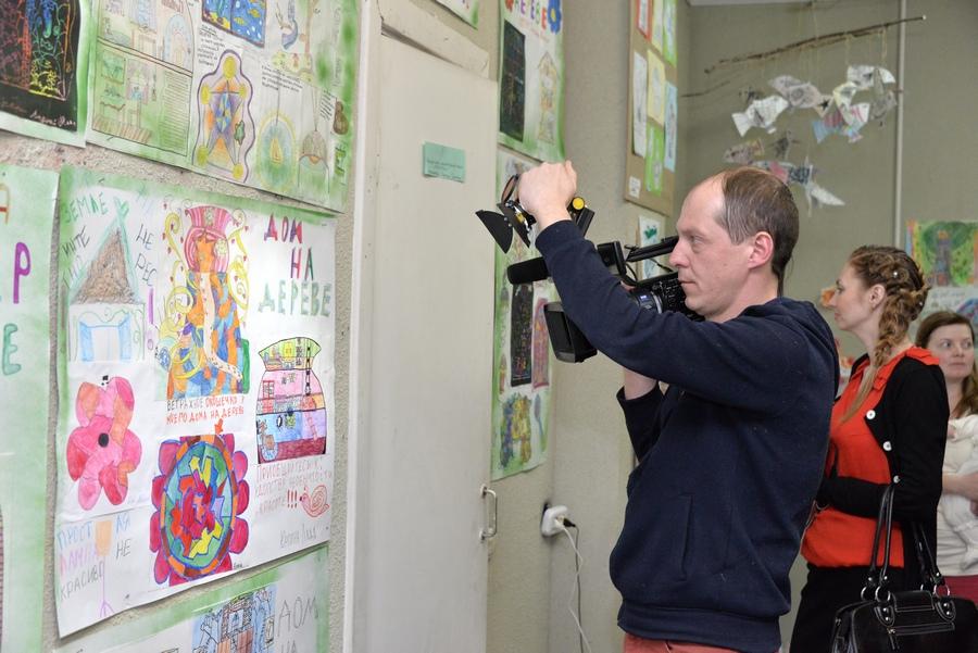 Выставка работ учеников студии «Караколь» в Доме архитектора. Апрель 2014 года