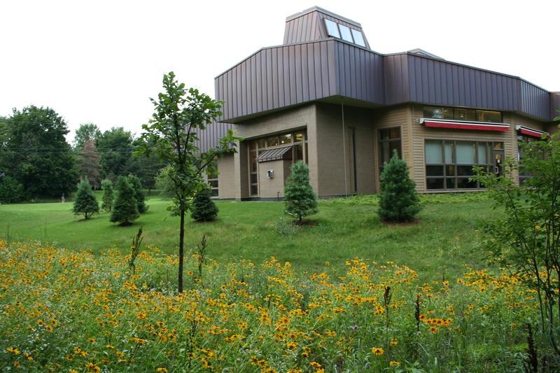 Филиал Окружной библиотеки г. Энн-Арбор в Крик Малеттс (Malletts Creek Branch).