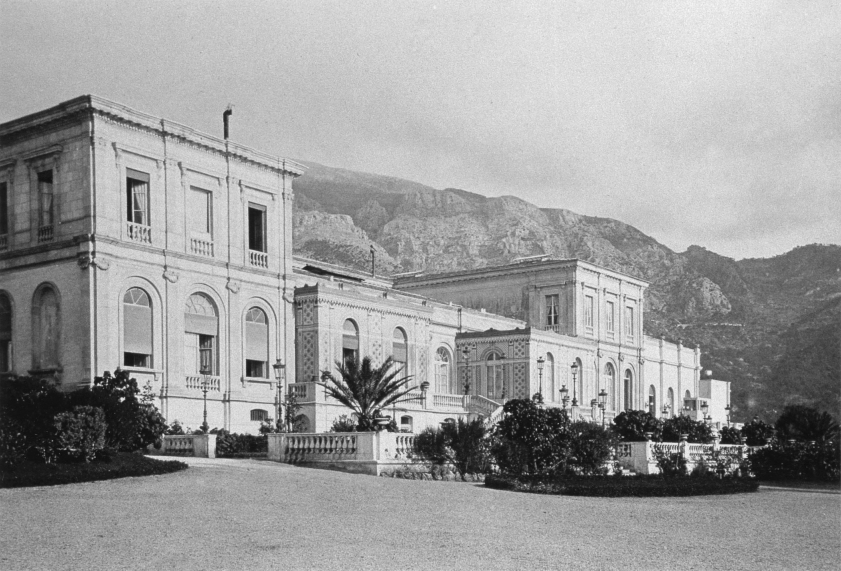 Facade of the casino in Monte Carlo on the coast. Photo taken before 1878.