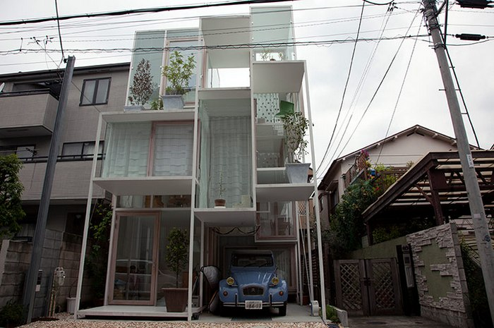 The transparent House NA designed by Fujimoto in a residential area of Tokyo, Japan: an inhabitable climbing frame