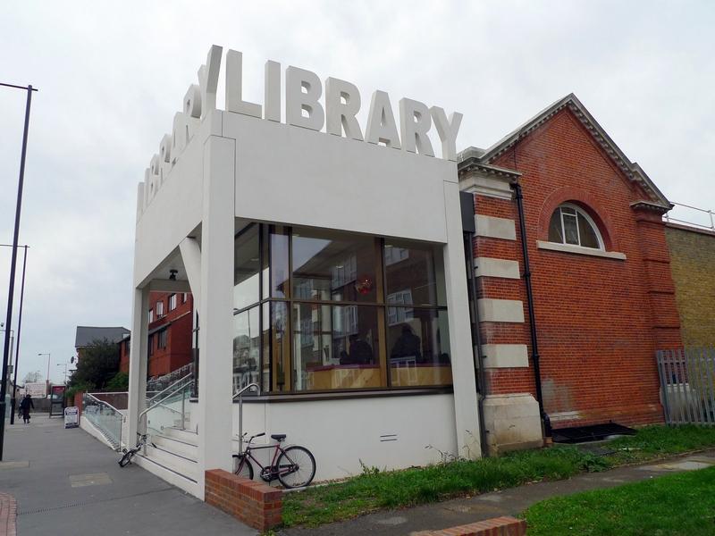 Районная Библиотека Торнтон Хит (Thornton Heath Library).