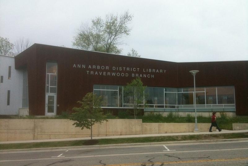 Филиал Окружной библиотеки г. Энн-Арбор — Тревервуд (Traverwood Branch).