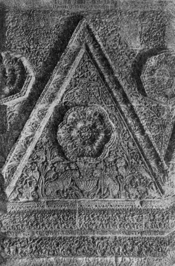 Эконом памятник Арка с резным профилем Арск Лампадка из лезниковского гранита Боровицкая
