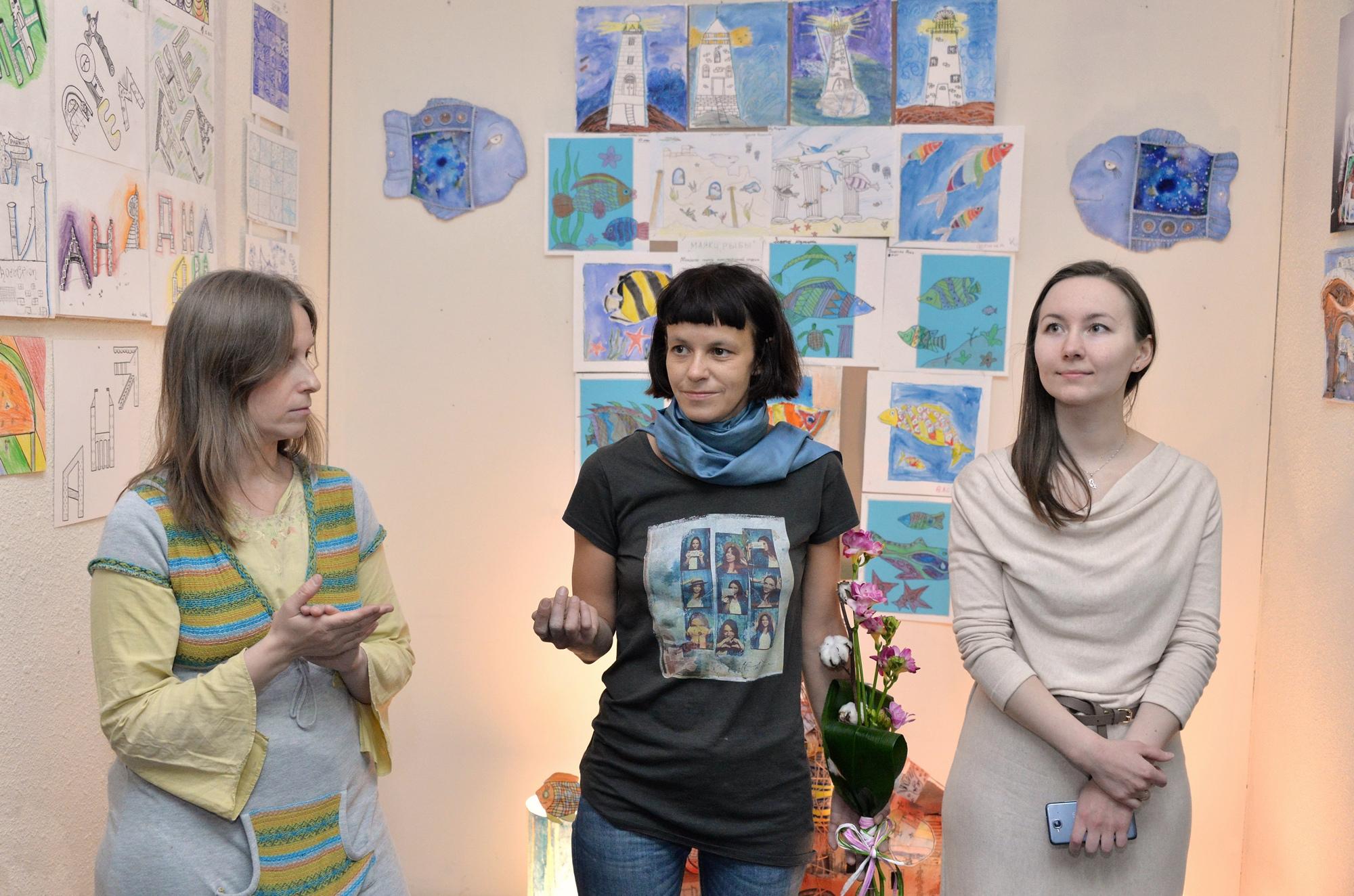 Преподаватели студии «Караколь» (слева направо): художник Елена Штенникова, художник-керамист Любовь Грачёва, архитектор Галина Бушмакина