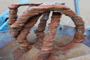 Скульптура напечатанная солнцем на песке - фото на портале tehne.com