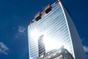 Строящийся в Лондоне небоскрёб плавит машины и поджаривает яичницу