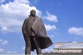 Л. Б. Красин. О памятниках Владимиру Ильичу. 1924