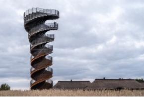 В Дании по проекту BIG возведена смотровая башня в форме двойной спирали