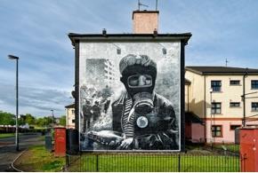 Политическая настенная живопись Северной Ирландии в книге Стюарта Бортвика