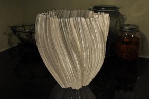 огромная ваза, напечатанная Гигаботом