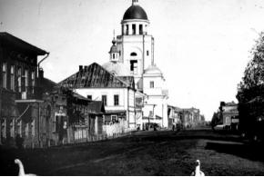 Колокольня Петра и Павла у Покровской церкви, город Сарапул, Удмуртская Республика