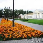 Цветники возле Национального музея УР. им. Кузебая Герда (2009).