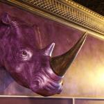 Ночной клуб «Сальвадор», Ижевск. Декорирование головы носорога и стены. Декоративная штукатурка Klondike (Valpaint).  Серебро