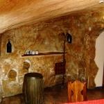 Оформление стен и потолка в кафе.