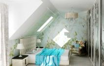 Маленький загородный дом. Спальня в стиле шале. Другое цветовое решение.