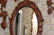 Декоративная композиция с рамой для зеркала