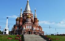 Газоны возле Свято-Михайловского Собора (2011).