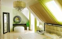 Маленький загородный дом. Спальня в стиле шале.