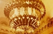 Люстра в кинотеатре «Колос». Латунь, стекло. Удмуртия.