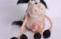 Войлочная игрушка — корова.
