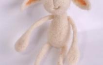 Войлочная игрушка — зайчик.