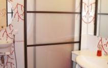 Квартира 3-комнатная.  В современном минималистическом стиле.Перегородка между ванной и туалетной комнатой.