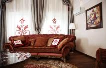 Текстильное оформление гостиной в классическом стиле.