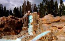 Имитация водопада в Ижевском зоопарке.